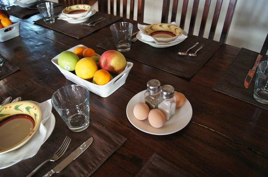 The Inn at Croad Vineyards: Many fresh options for breakfast