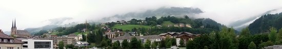 Alpenland Sporthotel : The view of the mountains..