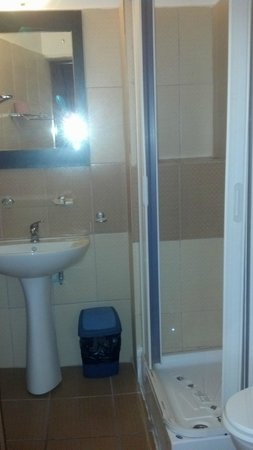Hostel Formenerg: Bathroom could use a bit of work.