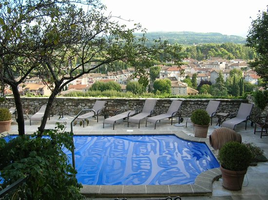 Hostellerie le Beffroi: The pool, covered overnight, with great views