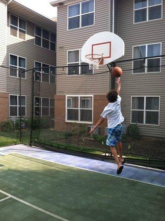 Residence Inn Fresno: Sport Court