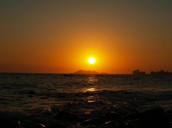 Old Port : Vista de la puesta del sol desde el malecón en Puerto Viejo