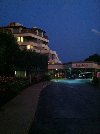 Hilton Chicago/Indian Lakes Resort: Front of Hotel/resort