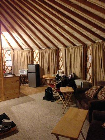 Sourdough Sue's Yurts: Living room/kitchenette