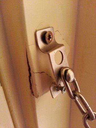 Best Western Dry Creek Inn: Room Door Security Chain