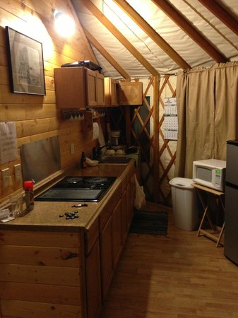 Sourdough Sue's Yurts: Kitchenette