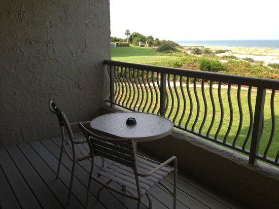 Omni Amelia Island Plantation Resort: Large balcony with beautiful ocean and sand dune views!
