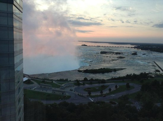 Radisson Hotel & Suites Fallsview: Wake up with Niagara!!