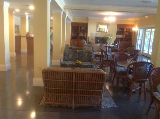 Inn at Sonoma, A Four Sisters Inn: nice lobby area and sitting area for breakfast, and evening wine