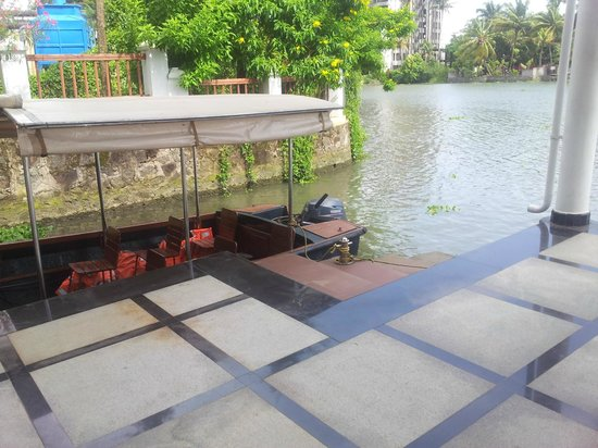 Le Meridien Kochi : Main- building end of your boat ride