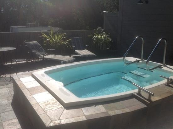 Inn at Sonoma, A Four Sisters Inn : outdoor jacuzzi on second floor of main building