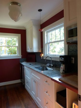 Chelsea Station: perfect little kitchen