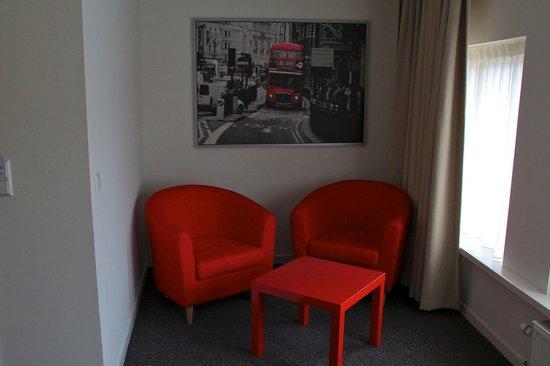 Ambassador City Centre Hotel: Our room