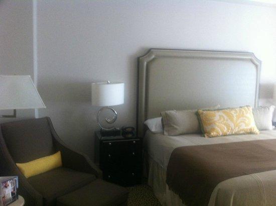 Omni Berkshire Place: Omni Berkshire Guestroom 1