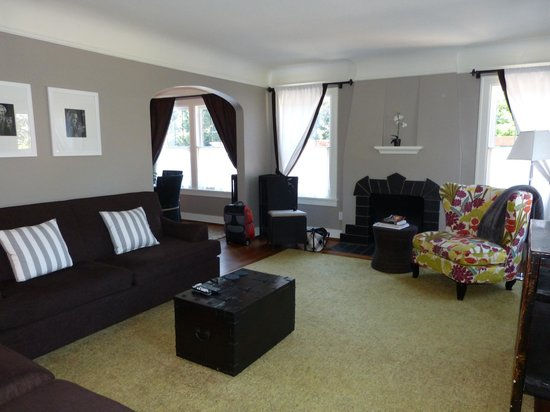 Chelsea Station: Spacious elegant living area