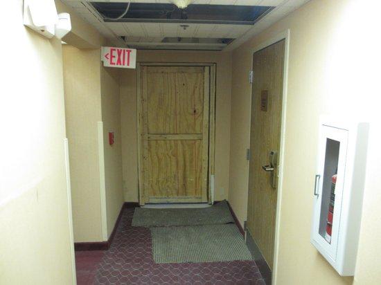 Hampton Inn Columbus South : More disarray