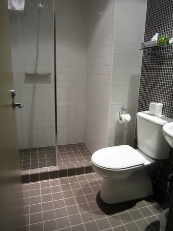 Pensione Hotel Sydney - by 8Hotels: Ensuite bathroom