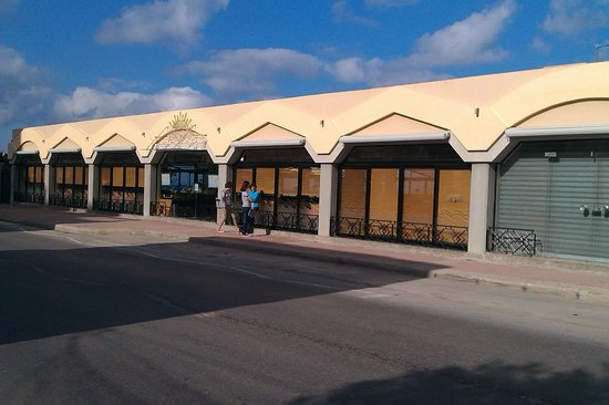 Luzzu Restaurant: Outside