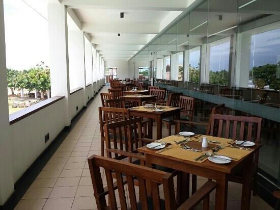 Turyaa Kalutara: outdoor dinning