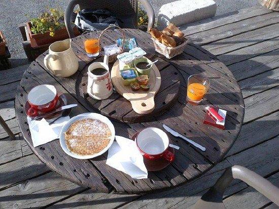 Refuge Napoleon : reichhaltiges Frühstück für Reisende