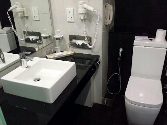 Turyaa Kalutara : Bathroom