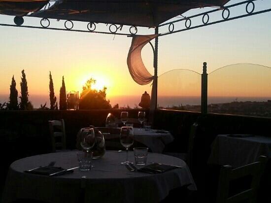 Osteria Dal Conte: Blick von der Terrasse auf das Meer