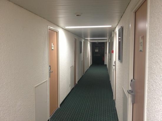 Ibis Moulins Sud : couloir
