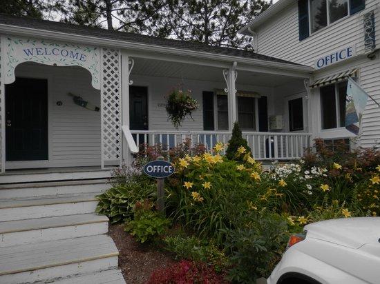 Glen Cove Inn & Suites : Glen Cove Inn  office