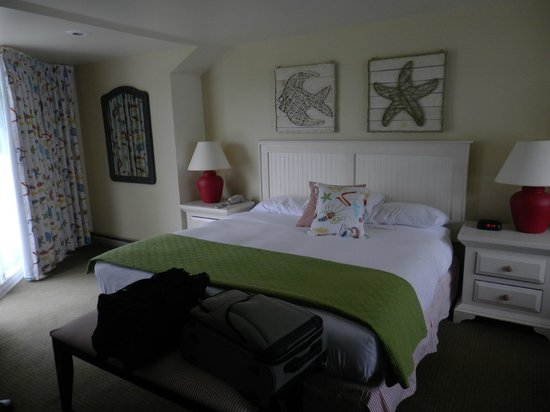Glen Cove Inn & Suites: Our delightful room