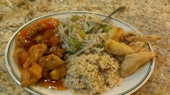 Lucky Dragon : pork chow mein with friedrice