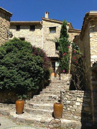 Hameau de Valouse : Aufgang zu Rezeption /  Restaurant /Zimmer