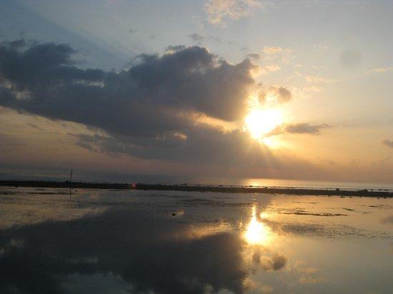 Sindhu Beach: SANUR SUNRISE