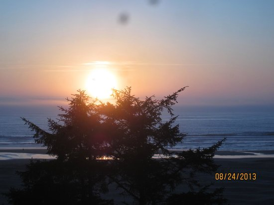 BEST WESTERN Agate Beach Inn : Breathtaking view. Spots are inside the camera lens. Sorry