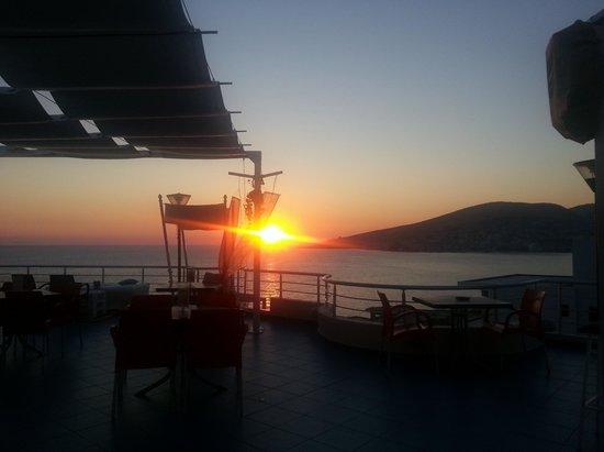 Seaside Saranda Hotel: Sonnenuntergang auf der Dachterrasse