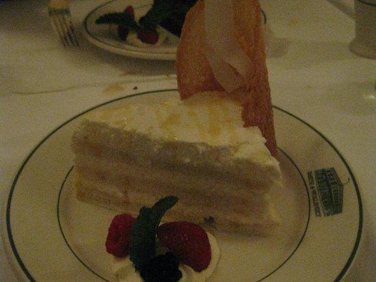 Smith & Wollensky - Las Vegas: coconut cake