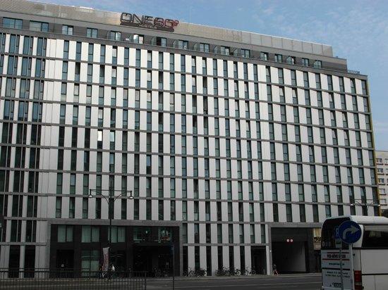 ONE80 Hostels Berlin : The hostel Outside