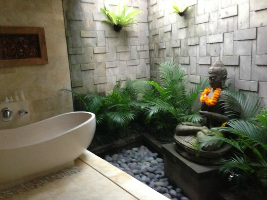 Ubud Bungalow: Bathroom in the newer rooms.