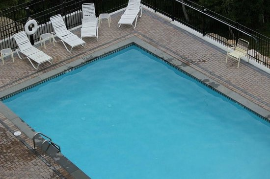 Atlantic Eyrie Lodge : Pool from the 4th floor