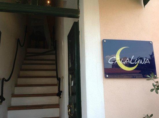 Calaluna Residence: L'ingresso
