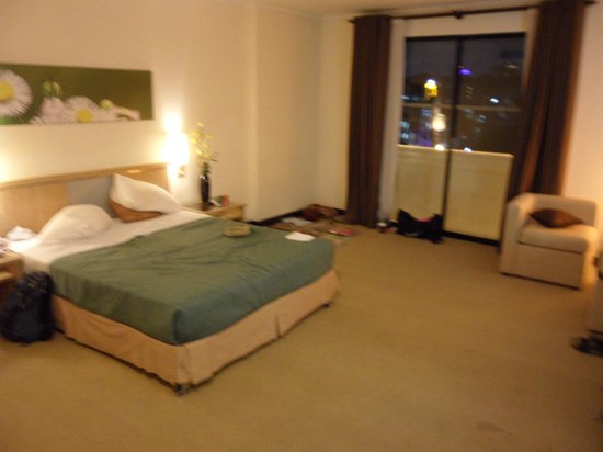 Vien Dong Hotel : The spacious room facing the street