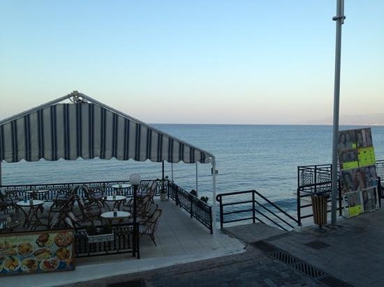 Maragakis Hotel: sea