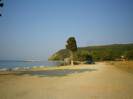 Katelios Studios: katelios beach looking from the quiet pebbly end of the beach