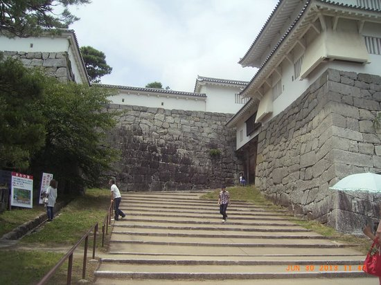 The ruins of Nihonmatsu Castle: 箕輪門です。壮大です。