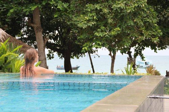 Samed Cabana Resort: Из бассейна тоже видно море