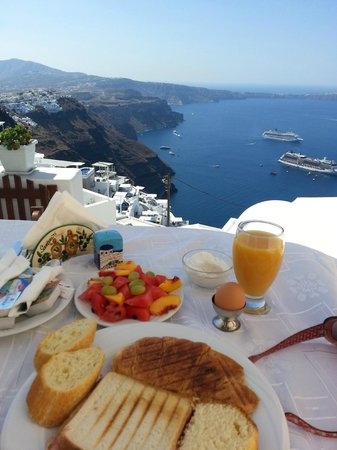 Santorini Mansion at Imerovigli: Breakfast time