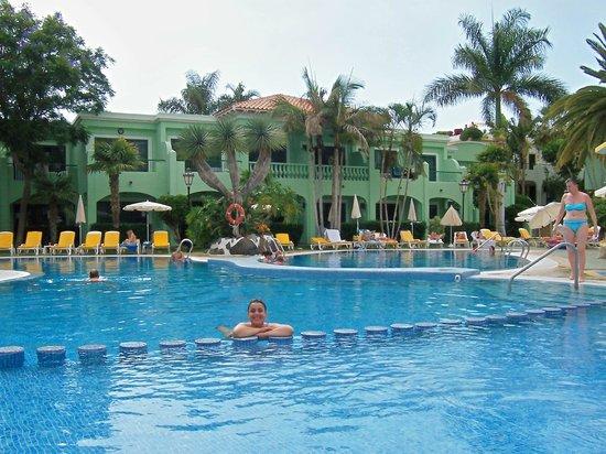 Colon Guanahani - Adrian Hoteles : disfrutando de su maravillosa piscina