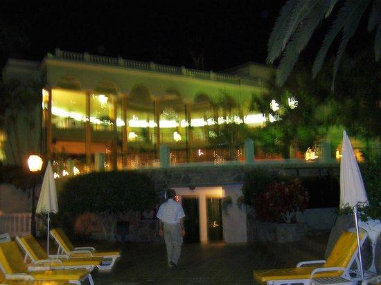 Colon Guanahani - Adrian Hoteles : despues de una cena maravillosa
