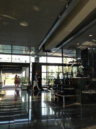NH Barcelona Fira Suites: Lobby