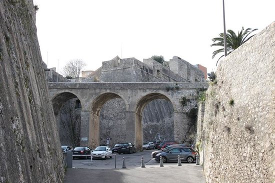 Les Musees de La Citadelle: Bridge to entrance