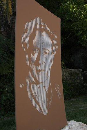 Les Musees de La Citadelle: Artwork in the garden